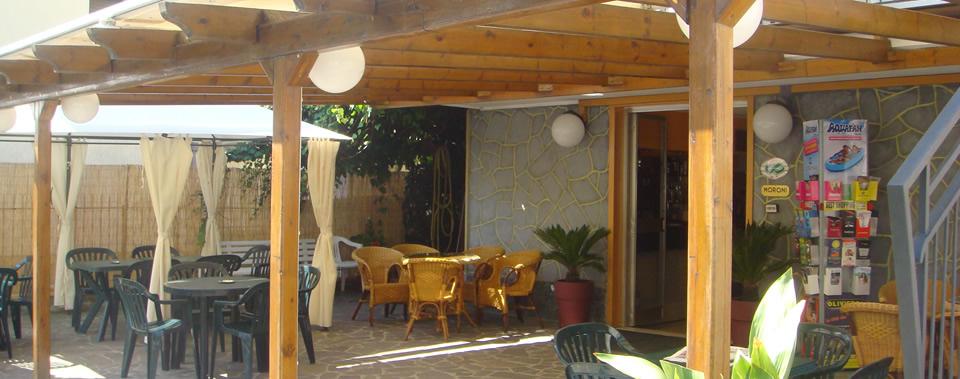 Dotato di ampio giardino, ideale per stare in compagnia e per famiglie con bambini